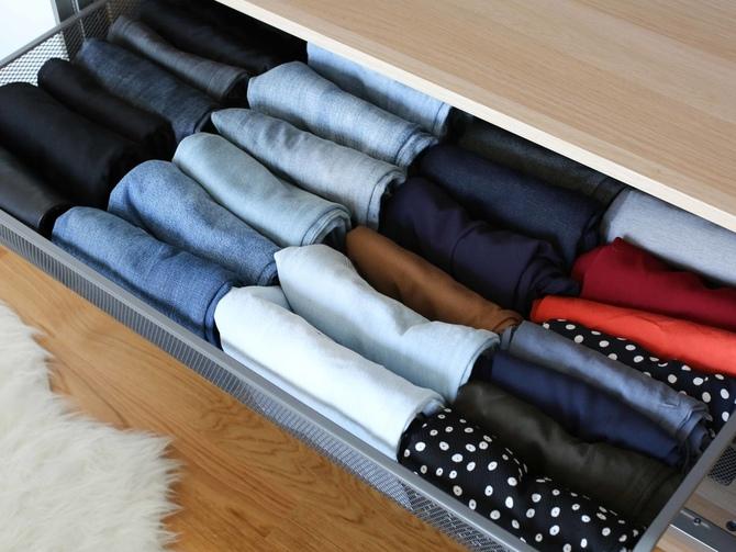 Как правильно складывать вещи в шкаф?