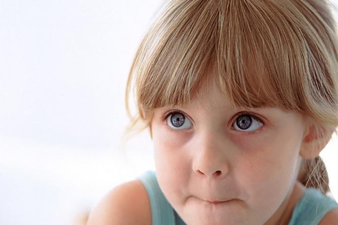 Девочка молчит