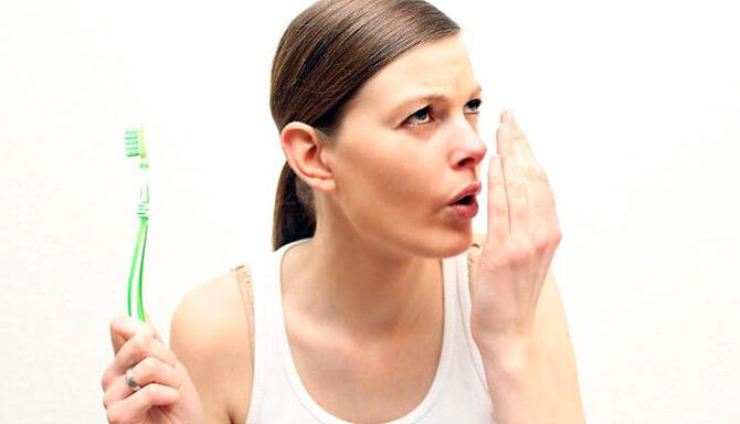 Как избавиться от неприятного запаха изо рта навсегда?