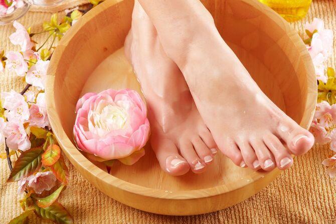 Ухаживаем за кожей ног летом